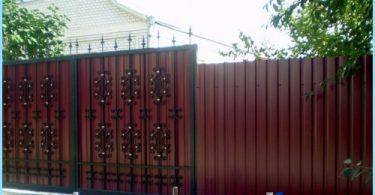 Una valla de cartón ondulado con sus propias manos