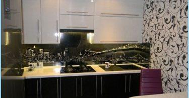 Diseño de la cocina en blanco y negro en el apartamento