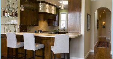 Cocina con barra de desayuno: Diseño moderno