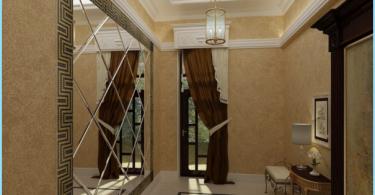El espejo en el pasillo interior